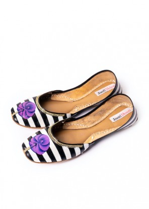 Hand Painted Monochrome with Purple Flower Khussa