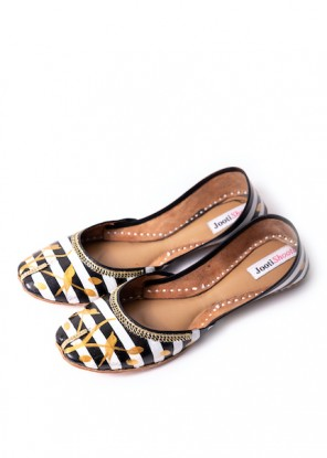 Hand Painted Monochrome meets Gold Khussa